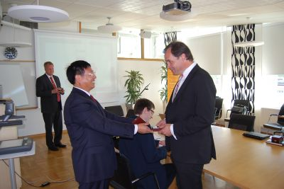 Gifts were exchanged as a token between Björn from GSE and Jiangsu Solar Energy Co. Ltd