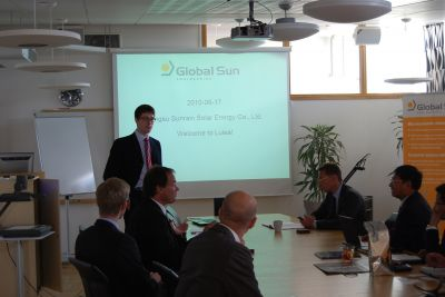 Chairman of the Board Eric Setterqvist gives a presentation of Global Sun Engineering to the representatives from Sunrain Solar Energy.